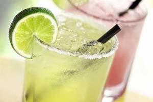 爱喝酒的白癞风患者千万别喝酒。看完以下几点你就明白了。